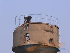 新建县80米水泥烟囱拆除