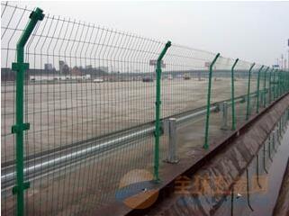 呼伦贝尔新型公路护栏网