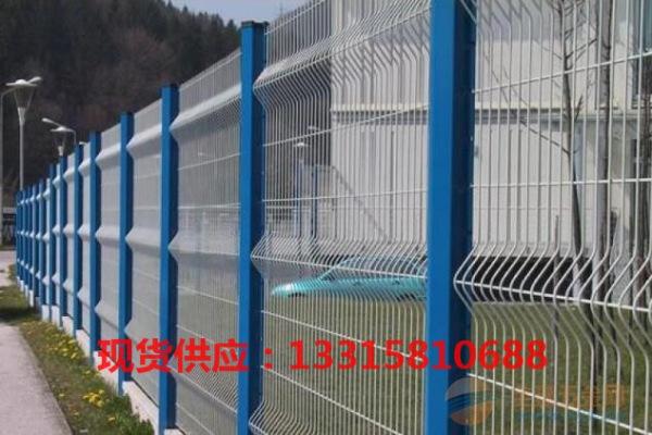 梅州桃型柱护栏网现货批发