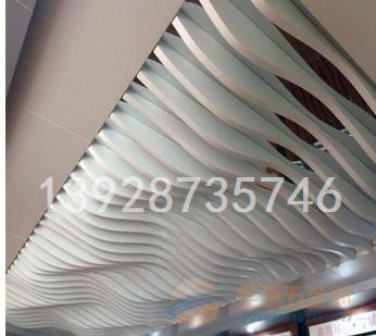 商业广场木纹铝方通弧形铝方通天花吊顶厂供应