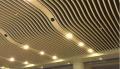 厦门商业街铝方通吊顶 木纹铝方通 造型铝方通吊顶