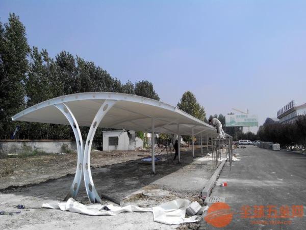 贺州心悦车棚安装膜结构停车棚