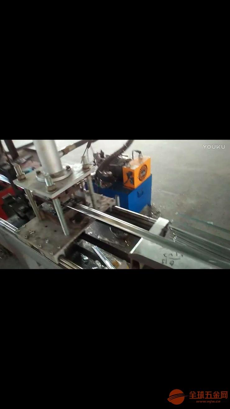 防火卷帘-无机布夹板定尺冲孔切断设备