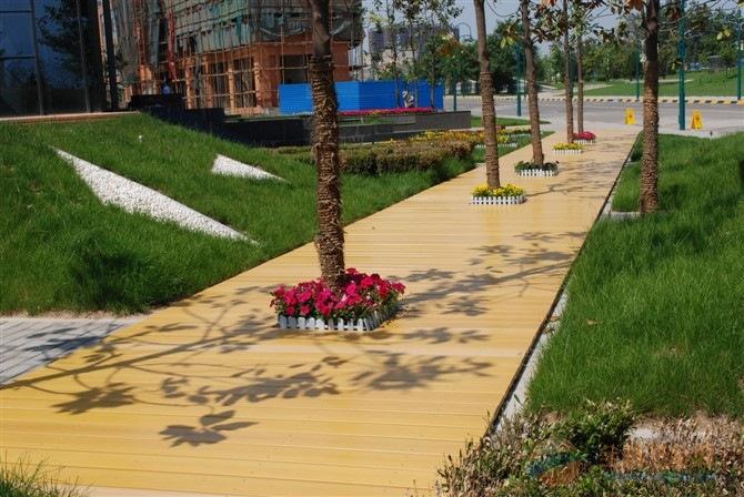 卢龙县森木塑木竹木地板打蜡