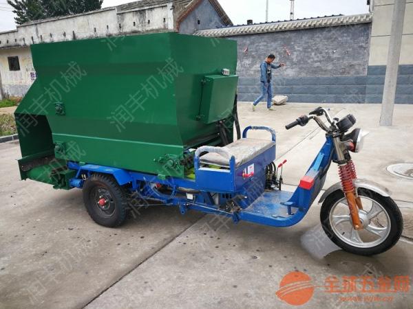 西宁移动式撒料车 柴油撒料机